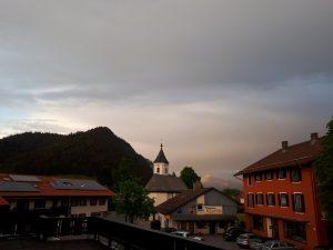 Balkonblick mit Regenwolke