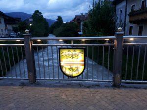 Beleuchtete Brücke Villabassa