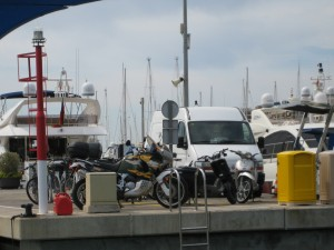 Moppeds am Hafen